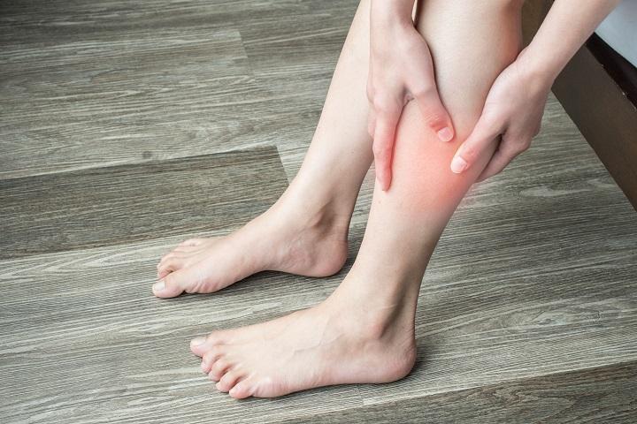 piros foltok a lábakon és a karokon fotó és leírás vörös foltok jelennek meg a lábán, lehámozódnak
