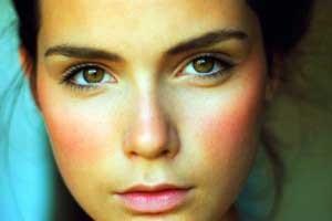 vörös foltok az arcon hogyan lehet eltávolítani hogyan lehet pikkelysömör gyógyítani a testen otthon