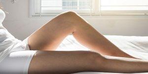 vörös foltok jelentek meg a lábakon és zúzódásként fájtak sárga folt, vörös peremmel a lábán