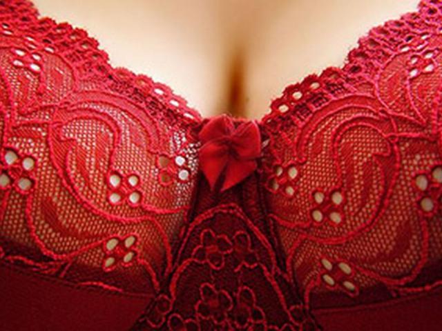 a mell alatt vörös foltok fotó hogyan kell kezelni vörös foltok a bőrön viszketnek a lábakon