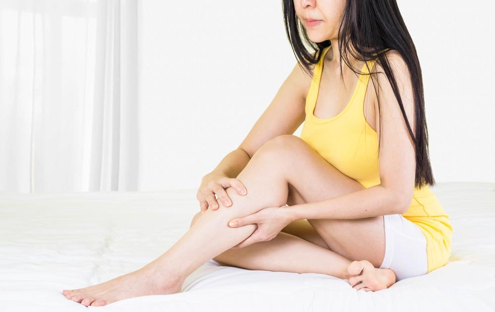 piros foltok a lábakon pontok formájában amit viszket, akkor vörös foltok jelennek meg a testen