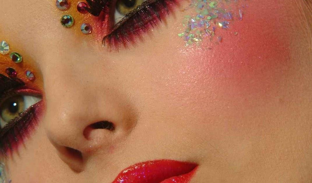 hogyan lehet elrejteni a vörös foltokat az arc sminkjén